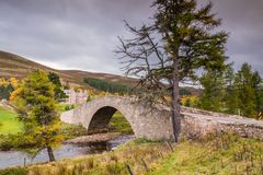 River Gairn flows under Gairnshiel Bridge. The Snow Road or Old Military Road is a scenic drive through the Cairngorms National Park, it crosses the River Gairn stock photos