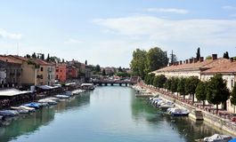 The River Mincio and Valeggio sul Mincio. Valeggio sul Mincio is a comune municipality in the Province of Verona, in the Italian region of 15,255 inhabitants Stock Photo
