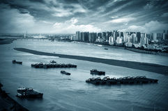 River next to the city Royalty Free Stock Images