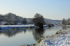 River Stour on a snowy morning. The River Stour runs through Sudbury and is surrounded by water meadows stock images