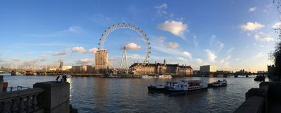 River Thames. And London eye on a sunny day Royalty Free Stock Images