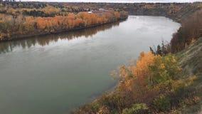 River Valley en automne banque de vidéos