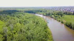 River Valley en el campo clip Opinión superior sobre el río en el campo Tiempo de verano hermoso almacen de video
