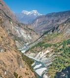 River Valley en Himalaya fotos de archivo