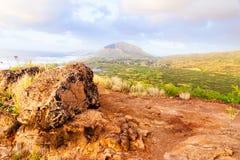 River Valley en la salida del sol en el punto de Makapuu, Hawaii imagenes de archivo