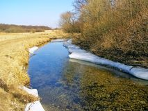 River Valley im Frühjahr. Stockfoto