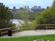 River Valley Parksystem - Ansicht von Louise McKinney Riverfront Park, Edmonton lizenzfreies stockfoto