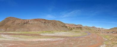 River Valley seco no deserto foto de stock