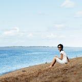 riverbank γυναίκα Στοκ Φωτογραφίες
