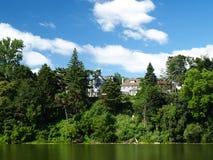 Riverbank Royalty-vrije Stock Afbeeldingen