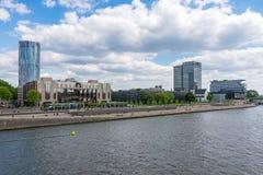 Riverbank del Rin en Colonia imagenes de archivo