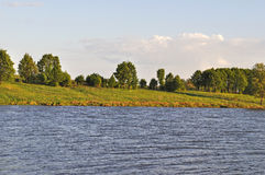 Riverbank in sera immagine stock libera da diritti