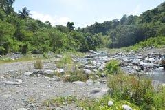 Riverbank situado em Ruparan barangay, cidade de Ruparan de Digos, Davao del Sur, Filipinas fotos de stock