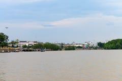 Riverbank velho da cidade de Krabi Imagens de Stock Royalty Free