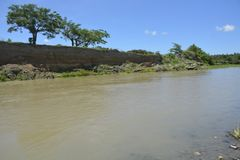 Riverbank warstwa przy Padada-Miral rzeką, Lapulabao, Hagonoy obraz royalty free