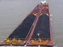 Riverboat met steenkool stock foto