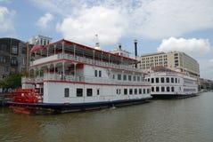 Riverboats auf dem Fluss Lizenzfreies Stockbild