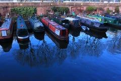 Riverboats auf einem Kanal bei Marylebone Stockfotos