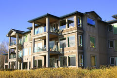 Riverfront condominiums. Royalty Free Stock Photos