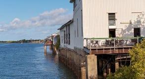 Riverfront van een Kleine Australische Stad royalty-vrije stock fotografie