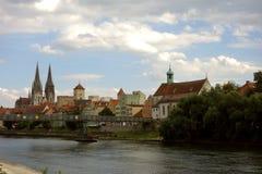 Riverfront van Regensburg, Duitsland Stock Foto's
