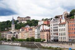 Riverfrontbyggnader, Lyon, Frankrike Arkivbilder