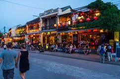 Riverfrontrestauranger i sydliga Hoi An i Vietnam Royaltyfri Foto