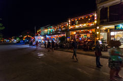 Riverfrontrestauranger i sydliga Hoi An i Vietnam Royaltyfria Foton