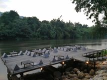 Riververside restauracja w Kanchanaburi, Tajlandia Fotografia Stock