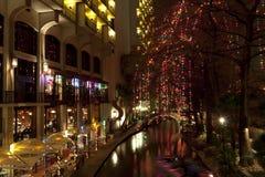 Riverwalk στο San Antonio τη νύχτα στις διακοπές Στοκ Εικόνα