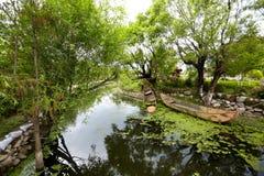 riverwalk шлюпки стоковые фото