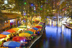 圣安东尼奥Riverwalk在晚上 免版税图库摄影