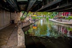 Riverwalk-Brücke San Antonio lizenzfreie stockbilder