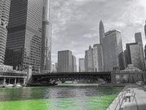 Riverwalk di Chicago nel giorno di Patricks del san immagine stock libera da diritti