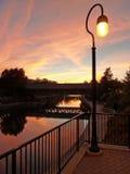 Riverwalk en la puesta del sol fotos de archivo