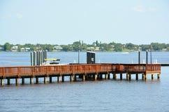 Riverwalk et dock de bateau Images libres de droits
