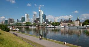 Riverwalk i den Frankfurt strömförsörjningen, Tyskland lager videofilmer