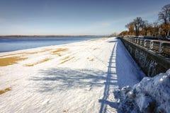 Riverwalk langs de Volga Rivier Stock Fotografie