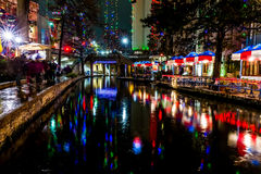 Riverwalken på San Antonio, Texas, på natten Fotografering för Bildbyråer
