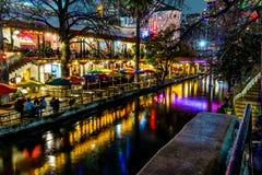 Riverwalken på San Antonio, Texas, på natten Arkivbild