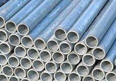 Rivesta di ferro i tubi per il trasporto dei cavi elettrici Fotografie Stock