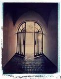 Rivesta di ferro il cancello che piombo per illuminarsi, trasferimento di immagine del Polaroid Fotografie Stock