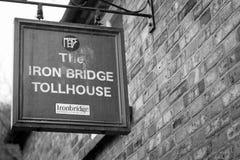 Rivesta di ferro il casello del ponte, Shropshire, Inghilterra Regno Unito Fotografia Stock