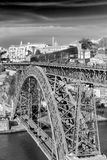 Rivesta di ferro il ponte il D Luiz a Oporto, Portogallo Fotografia Stock Libera da Diritti