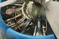 Rivesta di ferro l'elemento mechnic dentro di vecchio motore degli aerei di moto Fotografie Stock