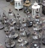 Rivesta di ferro lo stile d'annata della lanterna da vendere nel mercato delle pulci Fotografia Stock Libera da Diritti