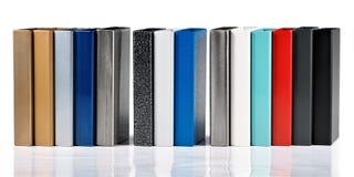 Rivestimenti della polvere dei campioni di colore sui profili del metallo immagini stock libere da diritti