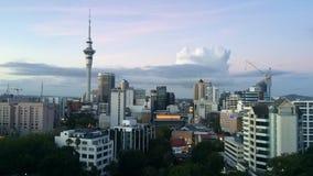 Rivestimenti di tempo dell'orizzonte di Auckland Nuova Zelanda al tramonto archivi video