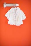 Rivestimento bianco della neonata Fotografie Stock