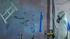 Rivestimento della polvere delle parti alla fabbrica stock footage